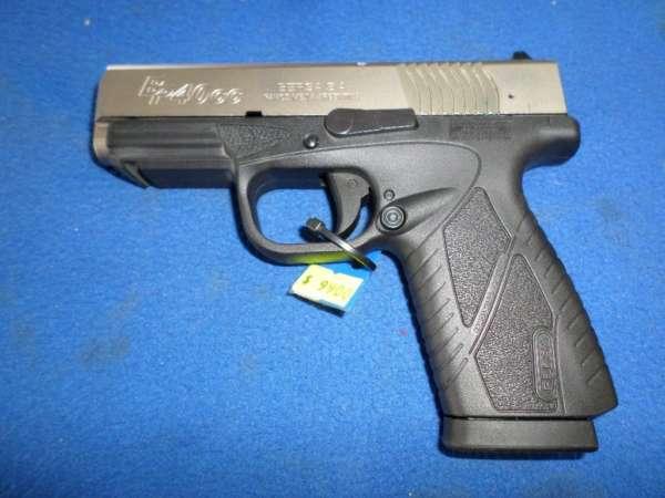 Pistola Bersa modelo BP40 CC duo tono. Calibre .40. Capacidad de 7+1. Incluye estuche y dos cargadores.